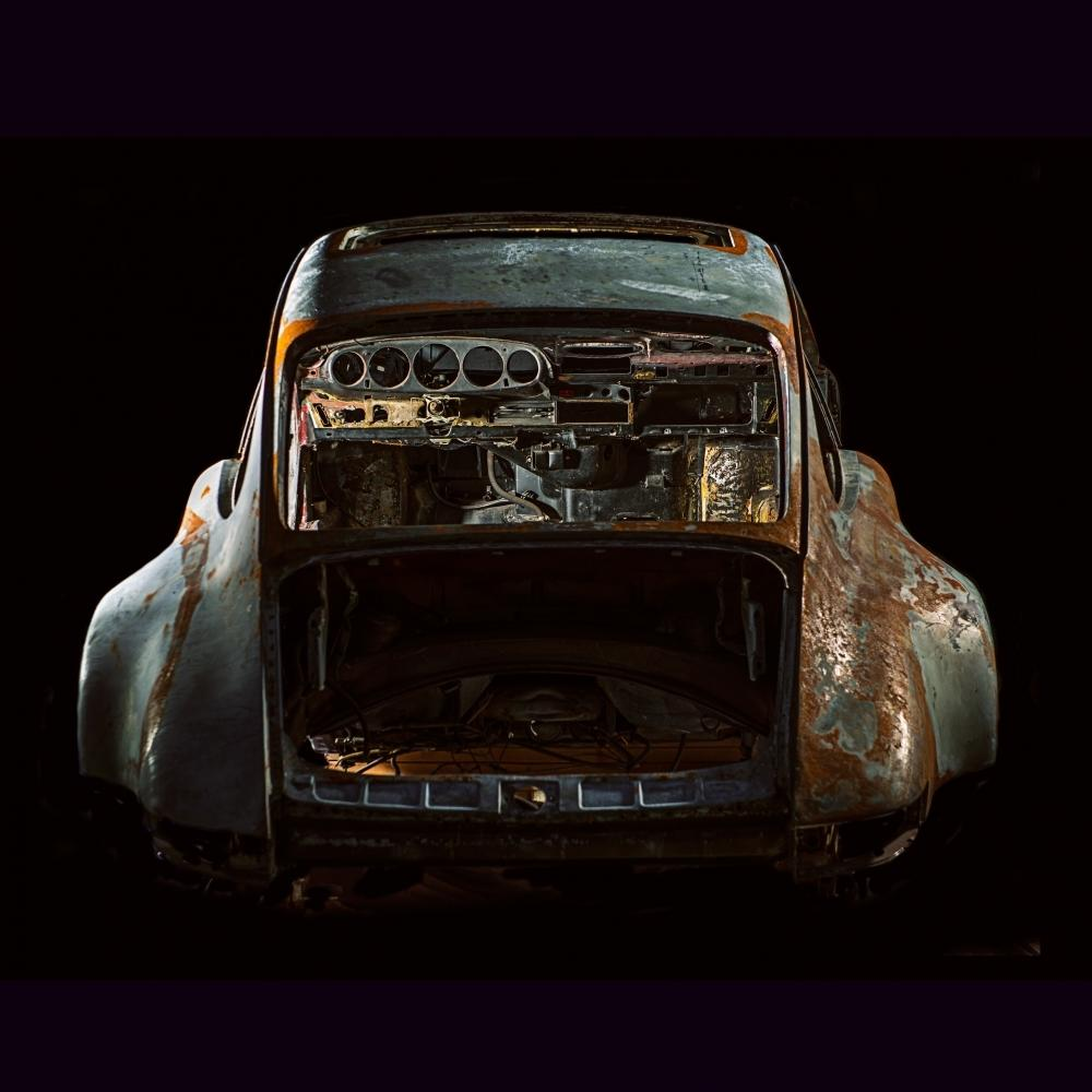 Photographs of deconstructed Porsche's | Juan Fernando Ayora